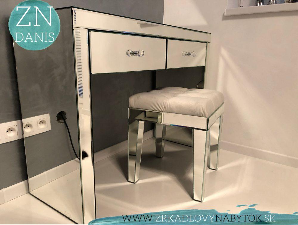 zrkadlový toaletný stolík
