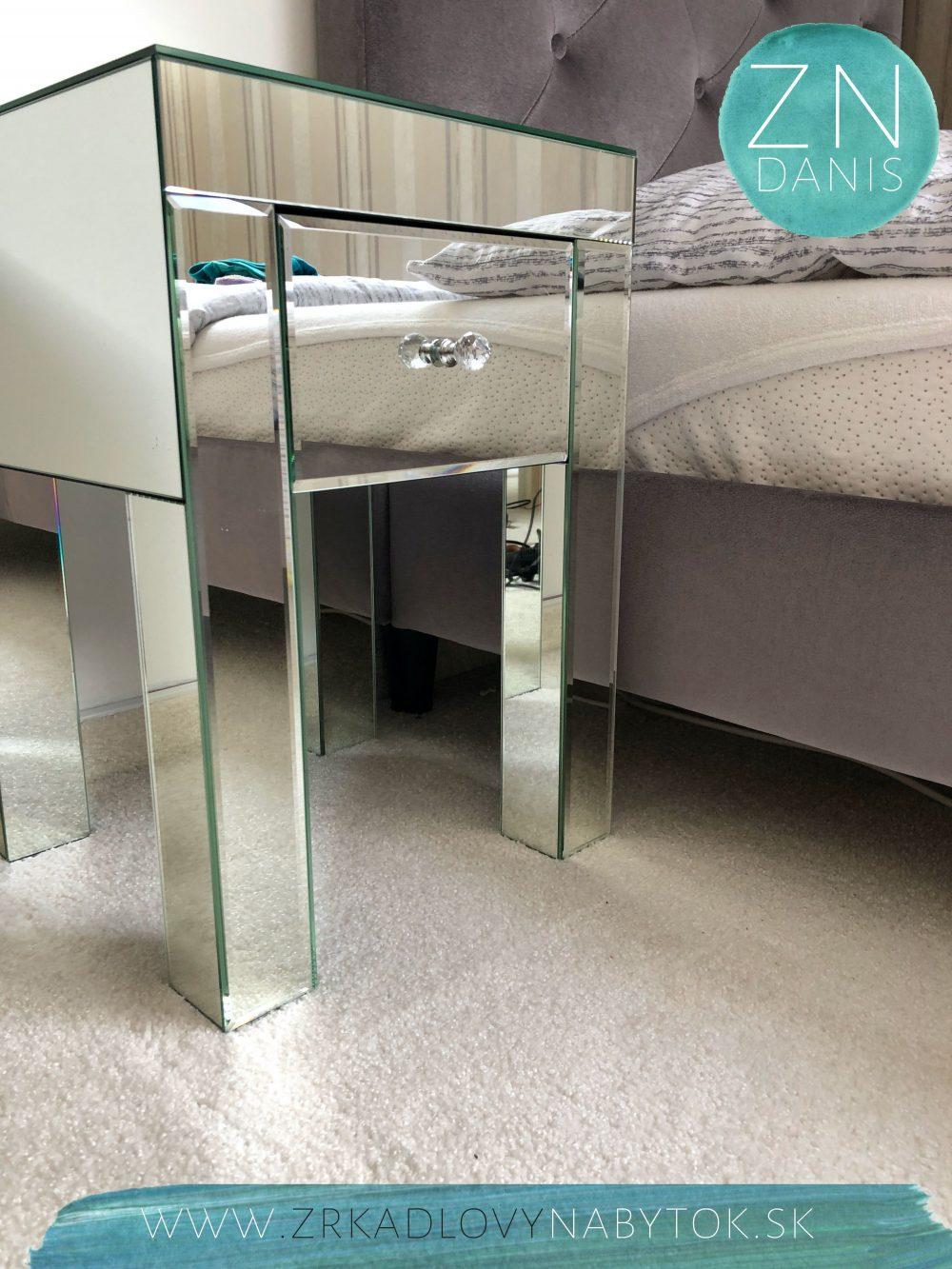 zrkadlovný nočný stolík RENO