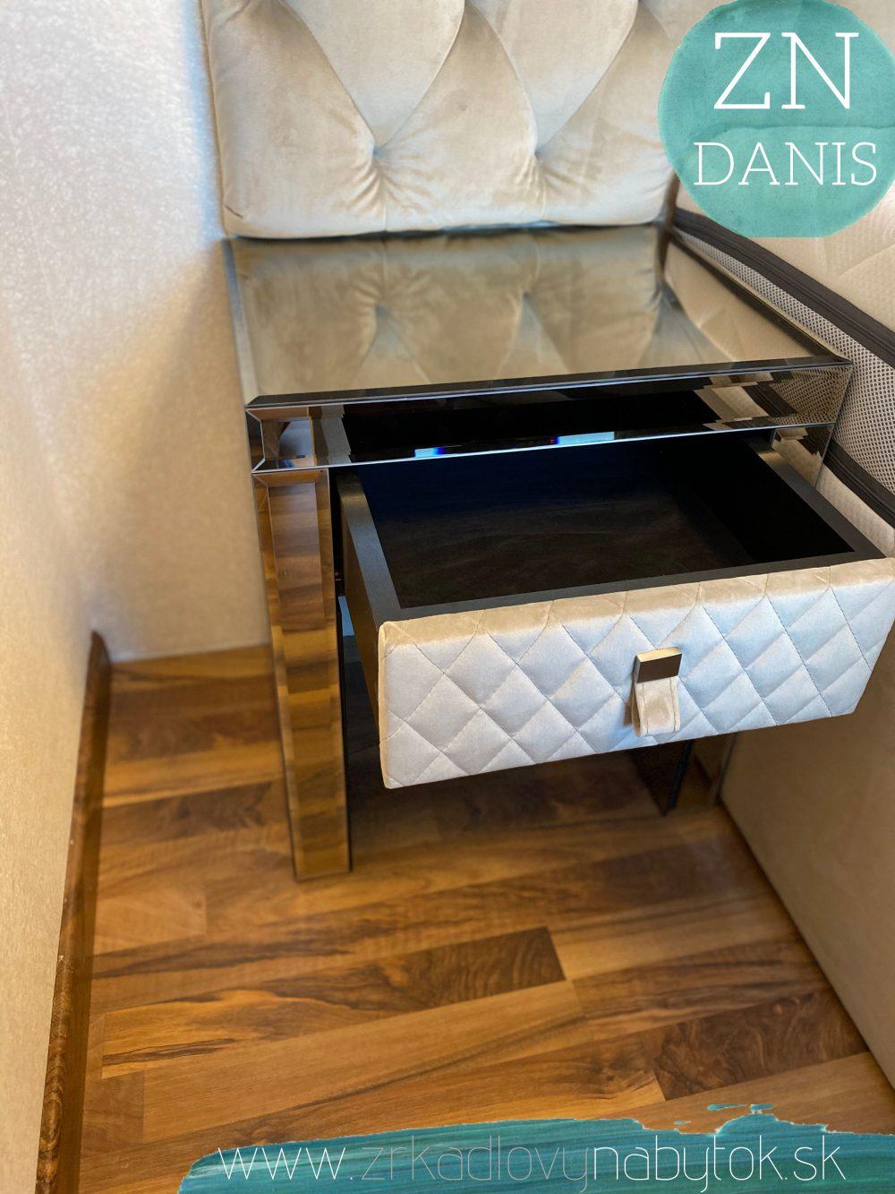 zrkadlový čalunený stolík